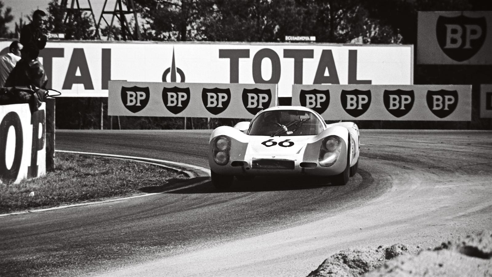 Porsche 907 LH Coup? at Le Mans in 1968