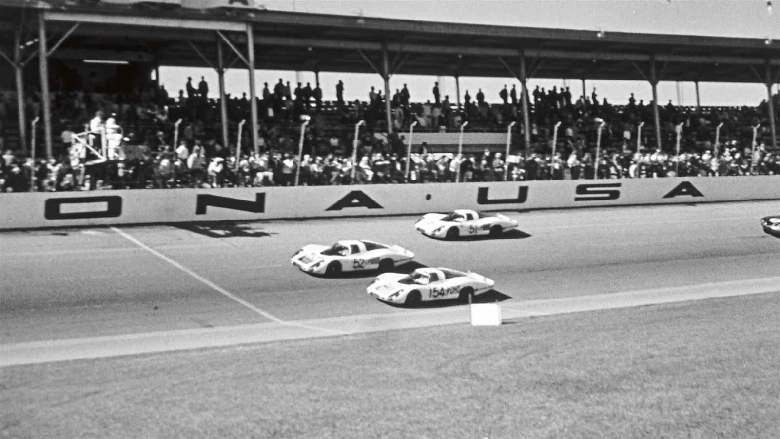 Porsche 907 LH in Daytona in 1968